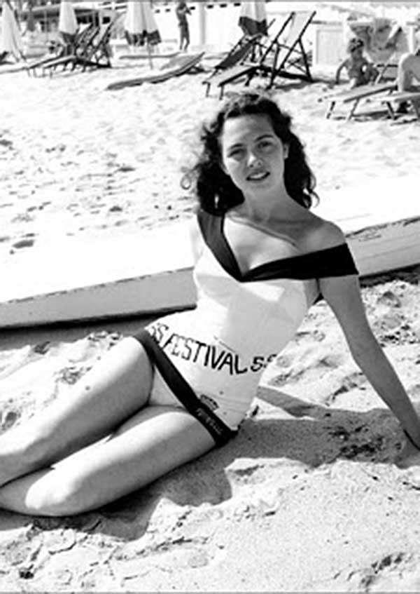 """Мишель Мерсье, 1955 год. Конкурс красоты во время Каннского кинофестиваля. 6-летняя Мишель стала """"Мисс Фестиваль 1955""""."""