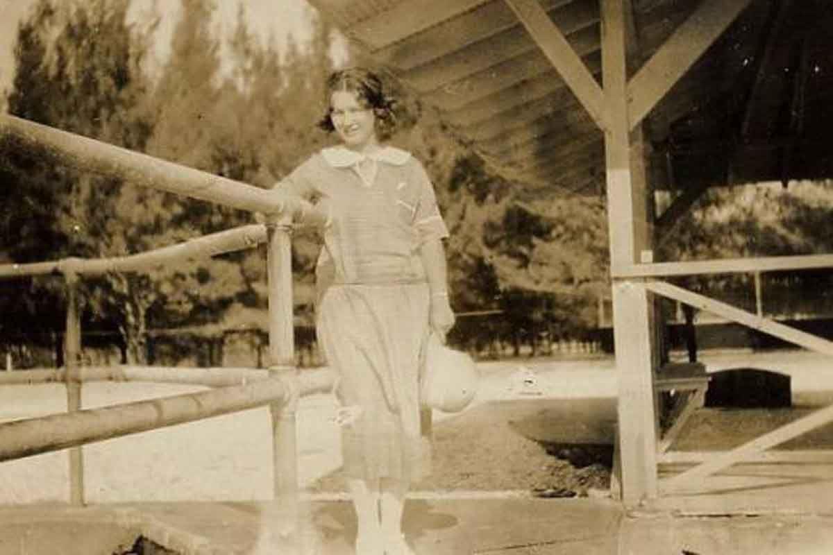 Она родилась 1 июня 1926 года, в обычной клинике в лос-анджелесе. Её мать, глэдис монро бейкер мортенсен, была уже дважды замужем и двое её детей жили с первым мужем. А вот маленькую норму она решила отдать, как сейчас говорят, в хорошие руки. Семья, которая могла дать ей хорошее.