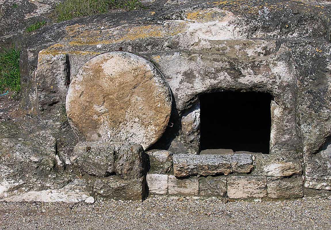 В подобной могиле бы похоронен Иисус Христос